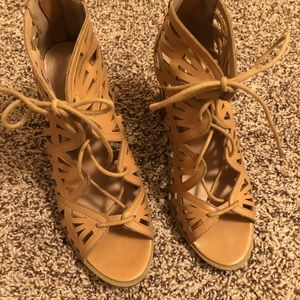 8M tan shoes report brand used